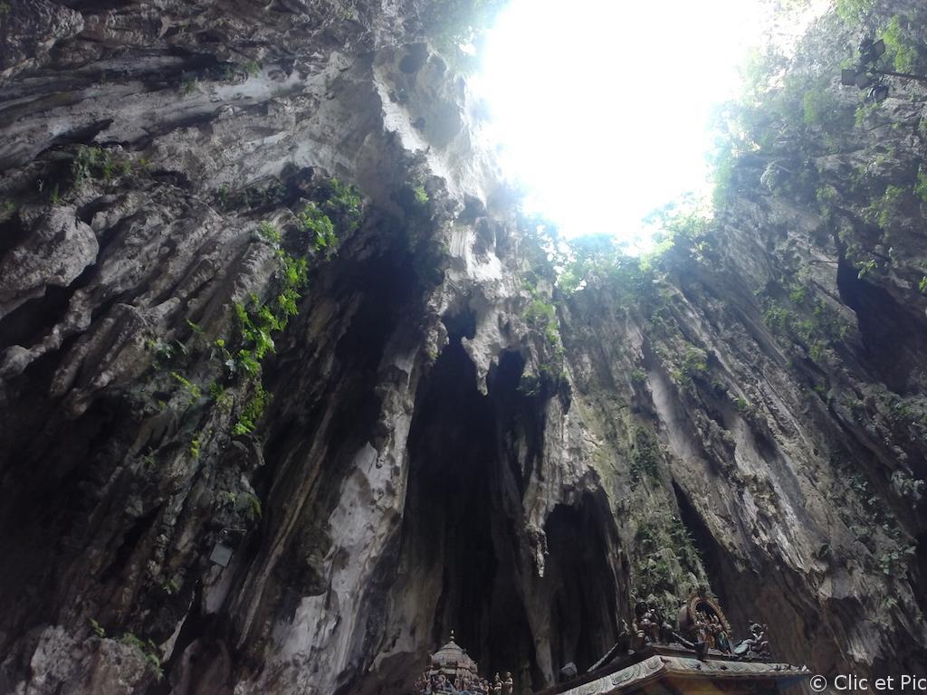 Puit de lumière dans les Batu Caves