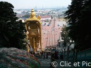 Batu Caves - vue de dos de la statue