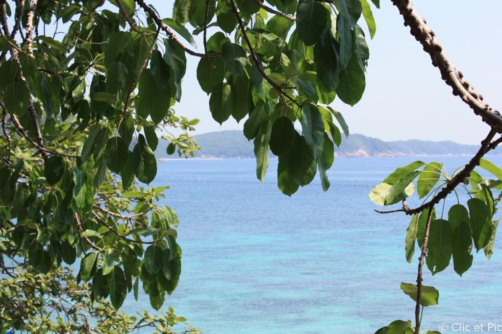 Perenthians : vue sur la mer et la grande île.