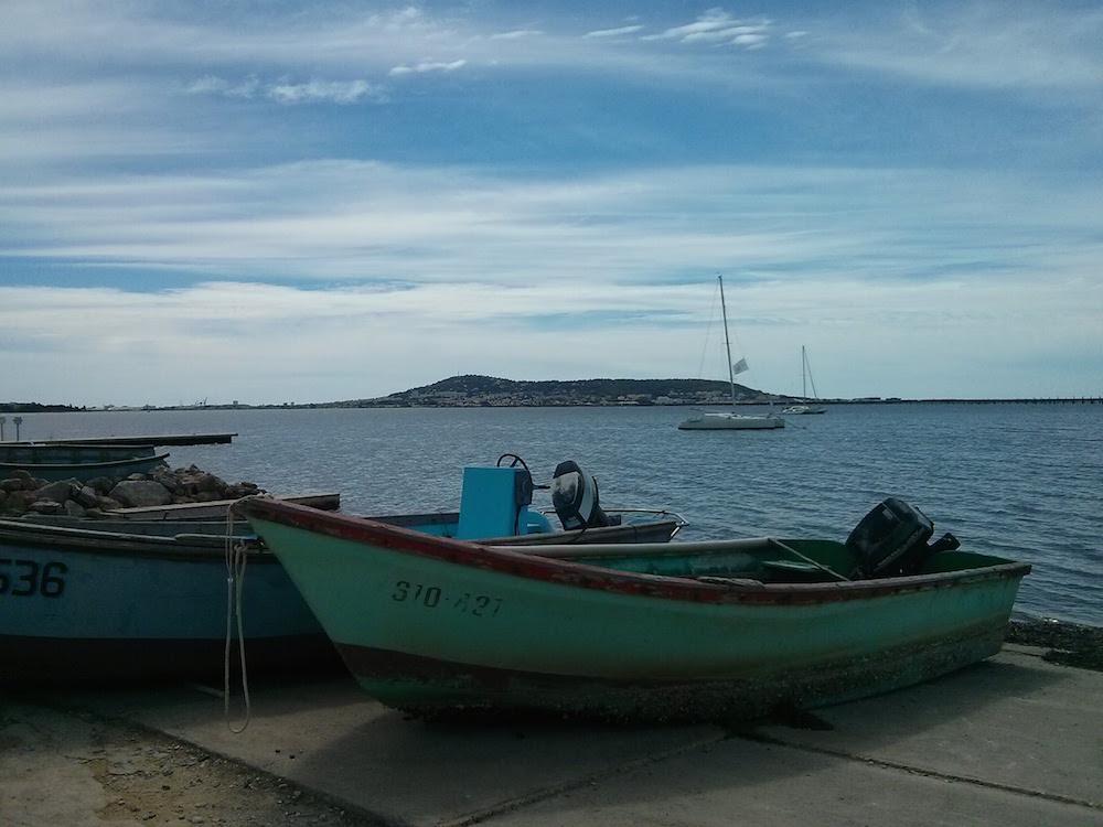 Barques à Bouzigues, Colline de Sète en arrière plan